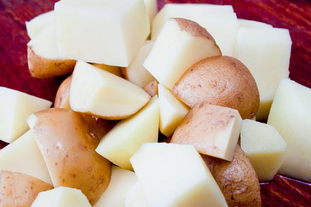 cartofi cu coaja, taiati pentru supa
