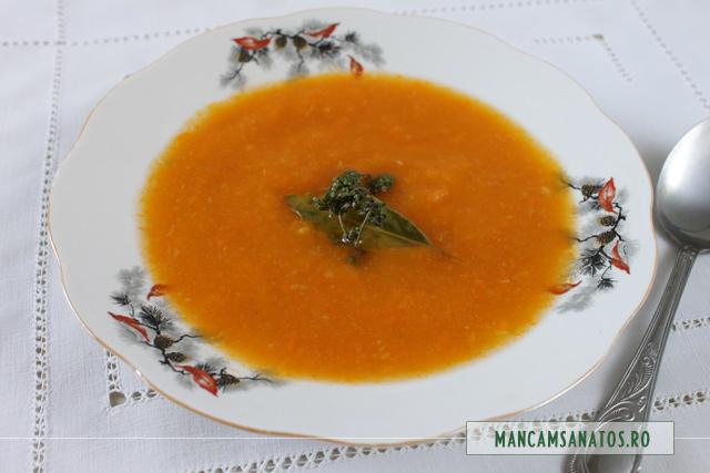 supa creme de morcovi, cu cimbru si foi de dafin