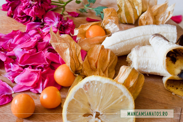 physalis, petale de trandafir, banana, lamaie, pentru smoothie