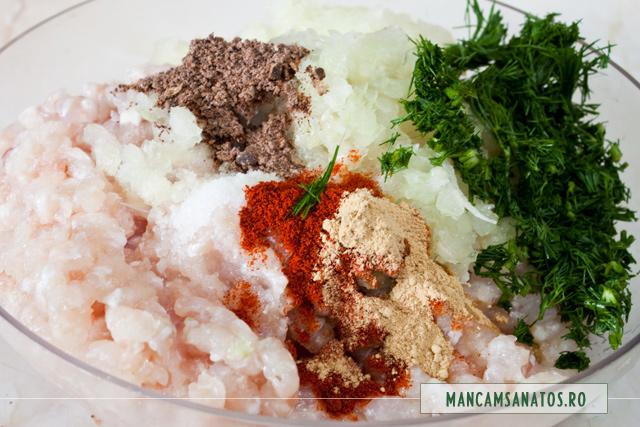 file de pangasius tocat, ceapa, mirodenii si marar, pentru chiftele coapte