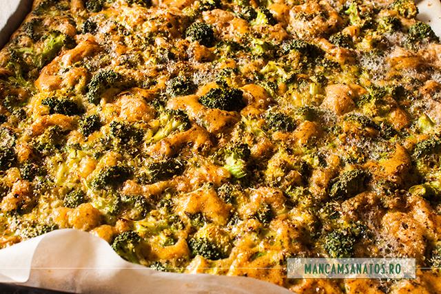 omleta coapta, cu broccoli, mirodenii, ulei sare si oregano