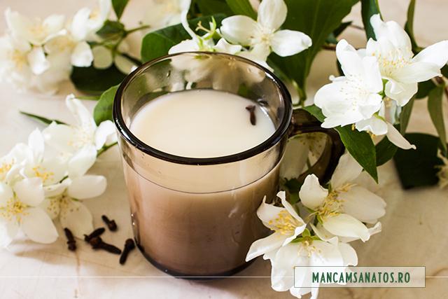 ceai latte, cu flori de iasomie si cuisoare