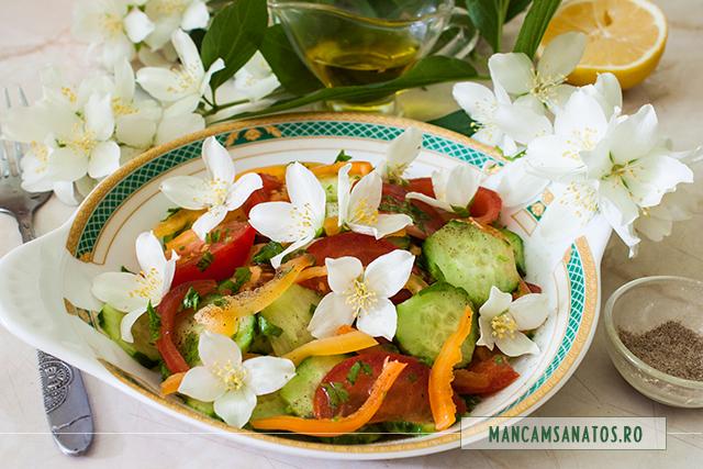 salata de cruditati, cu flori de iasomie si pudra de cardamon