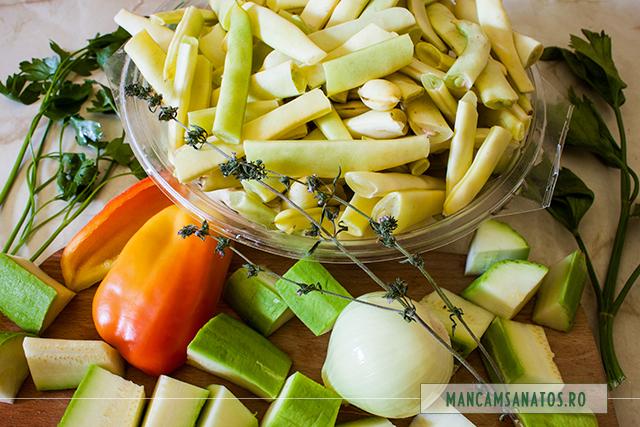 fasole verde, ardei, dovlecel , ceapa si crenguta de cimbru, pentru supa crema