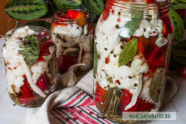 borcane cu gogosari si conopida, cu mirodenii, in saramura rece