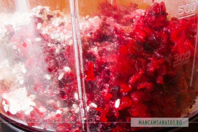 ingrediente in blender, pentru crema de sfecla rosie