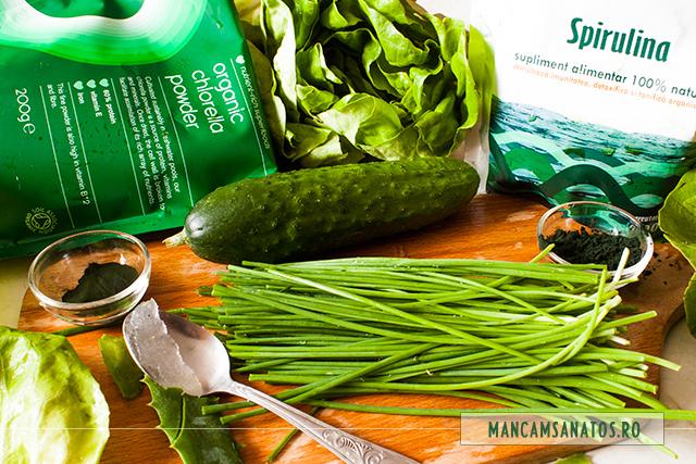 castravete, salata verde, chivas, aloe vera, pudra de spirulina si de chlorella, pentru suc verde, crud