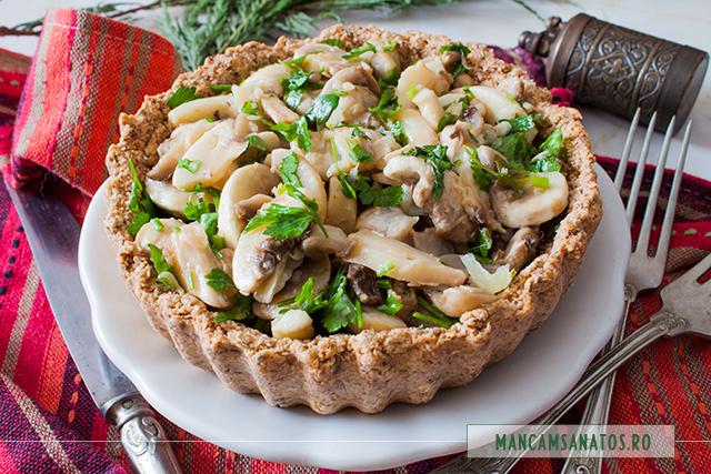 tarta raw vegana, cu ciuperci marinate