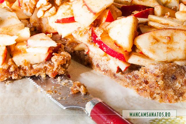placinta rustica raw vegana, cu mere, feliata