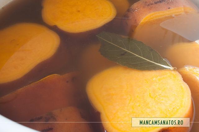 cartofi dulci, fierti, cu foaie de dafin, pentru supa crema
