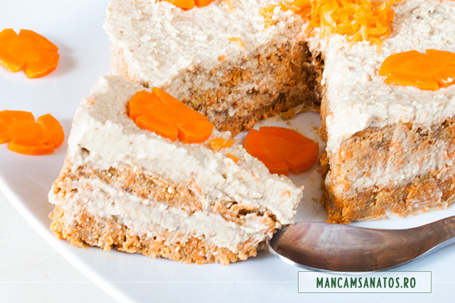 tort raw vegan, cu morcovi si crema de caju, feliat