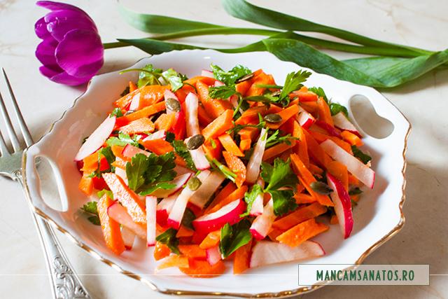 salata de morcovi si ridichi, cu ghimbir si seminte de dovleac
