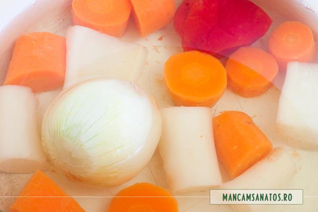 ceapa, morcov, radacina de patrunjel si ardei, fierte, pentru supa crema de verdeturi