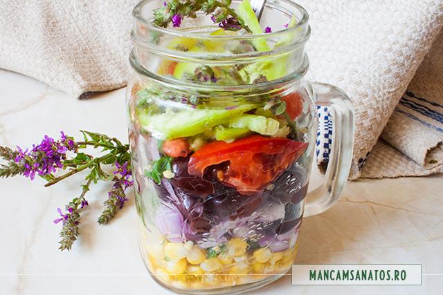 pentru salata vegetariana la borcan, cu rachitan