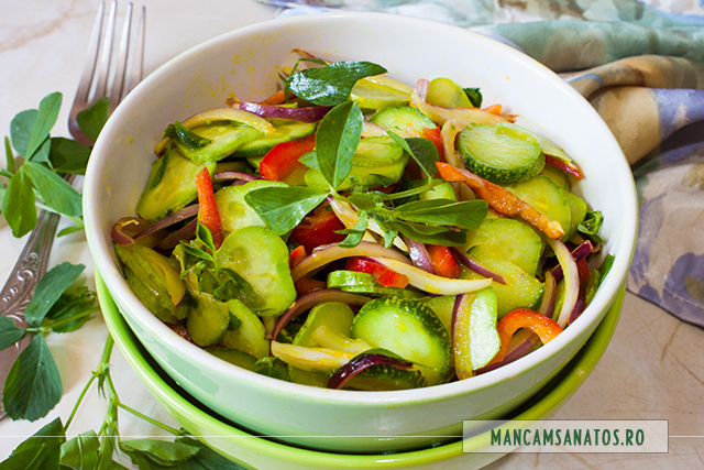 salata de castraveti, cu frunze de lucerna