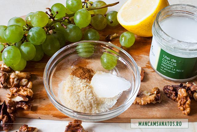 fulgi de drojdie inactiva, ulei de cocos, suc de lamaie si scortisoara, pentru dressing aromat