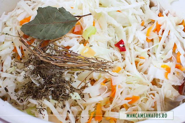 legume fierte, varza tocata si mirodenii, pentru varza la capac