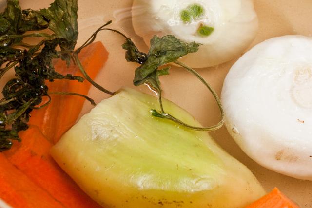 morcov, cepa, ardei, frunze de telina pentru supa de naut