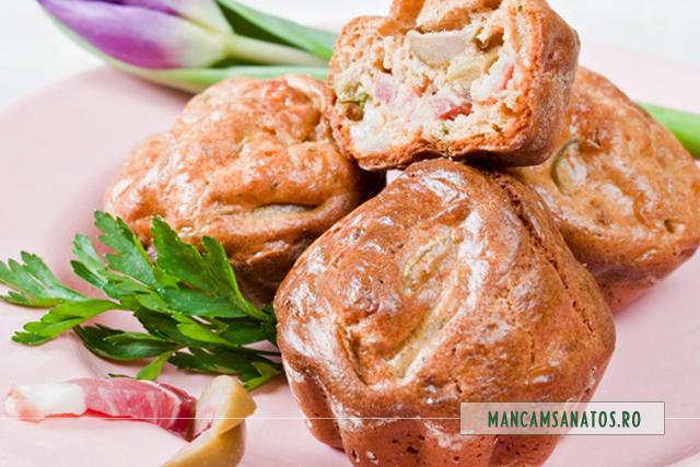 muffins integrale cu bacon, lacate si masline verzi