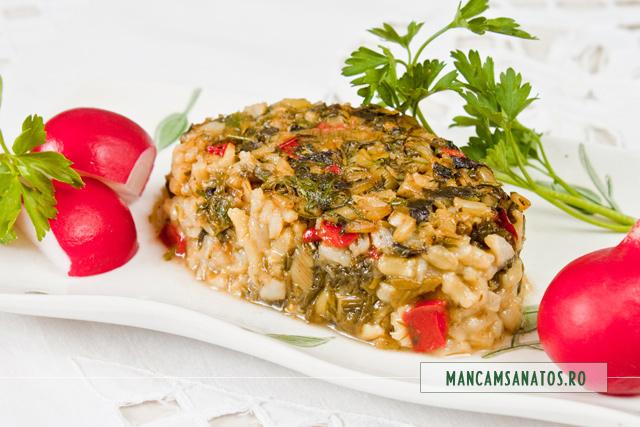 stevie cu orez brun si verdeturi, la cuptor, portionata