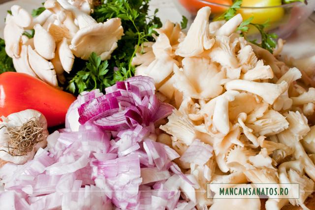 ciuperci si ceapa tocate, pentru ciuperci picante cu mamaliga