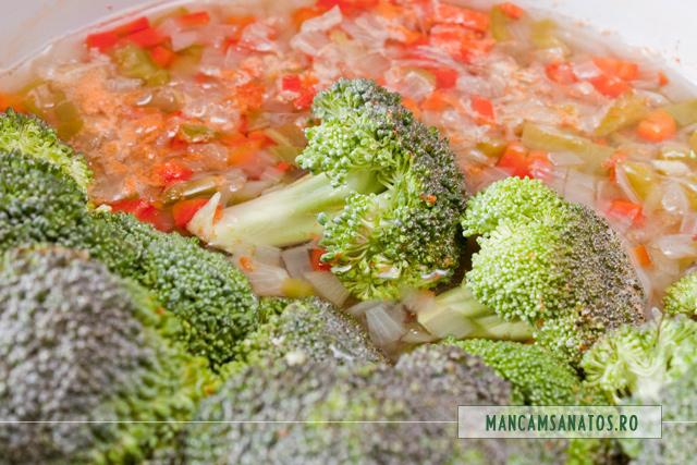 ceapa, ardei gras si broccoli, fierte, pentru paste integrale