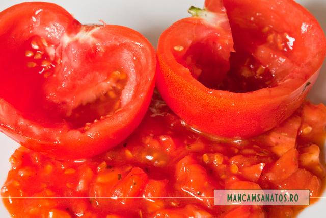 rosii scobite si sos tomat  cu busuioc si miez de rosie, pentru umplut cu file de somon si nuci caju