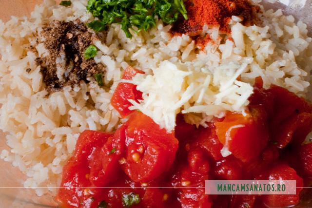 orez brun fiert, ciuperci si rosii conservate Sun Food, patrunjel si mirodenii pentru garnitura