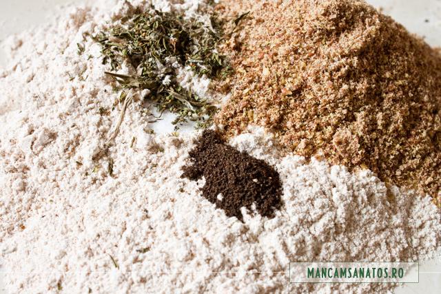 faina integrala, seminte de in, cimbru,sare si piper, pentru aluat de baza, sarat