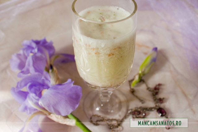 bautura imperiala, cu petale de iris (stanjenel)
