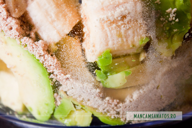 alune de padure, cafea verde, rasnite si avocado cu banana,  pentru mousse raw