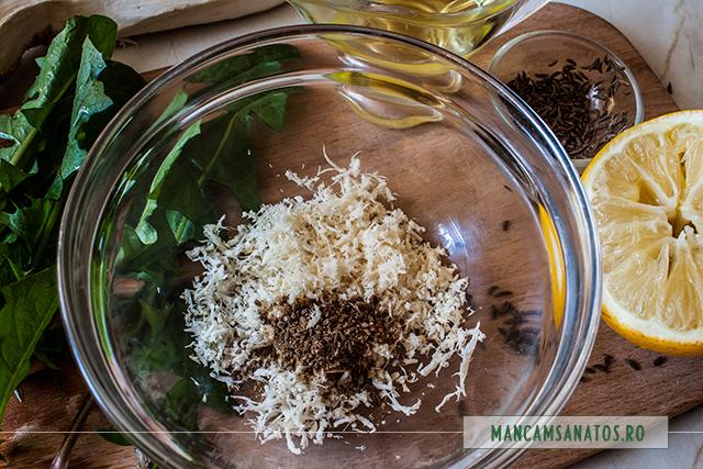 frunze de papadie si ingrediente dressing de hrean, pentru cartofi fierti