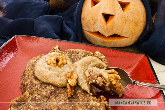 prajitura bufnita, raw, pentru Halloween, detaliu
