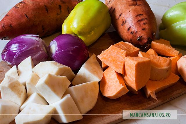cartofi dulci si alte ingrediente, spalate si pregatite pentru supa