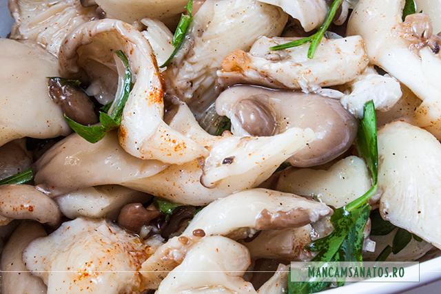 ciuperci pleurotus in marinata, cu patrunjel si boia de ardei dulce