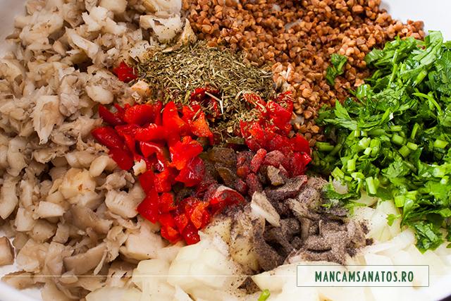 hrisca si ciuperci, cu legume si condimente, pentru compozitie de sarmale vegetariene