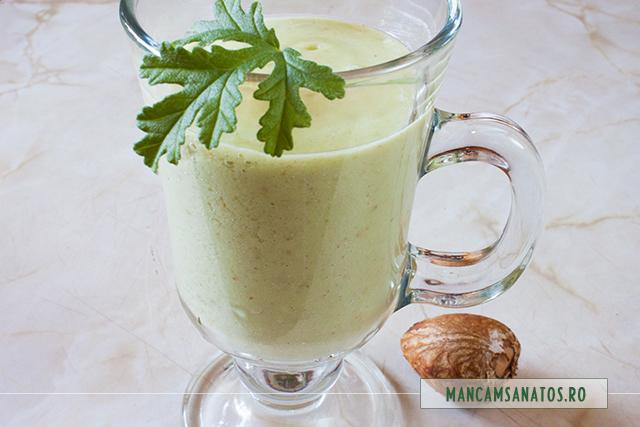 smoothie cu avocado, para si muscata parfumata