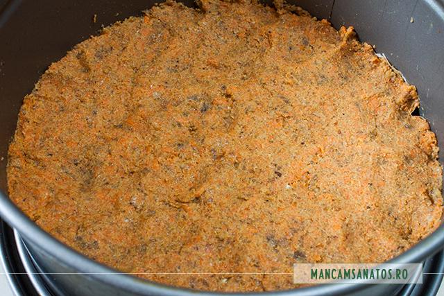 blat de tort raw vegan, cu morcovi, in inel culinar