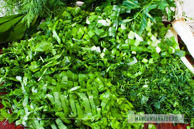 leurda, ceapa verde, marar si patrunjel verde, pentru drob vegetarian din legume, cu mei si verdeturi