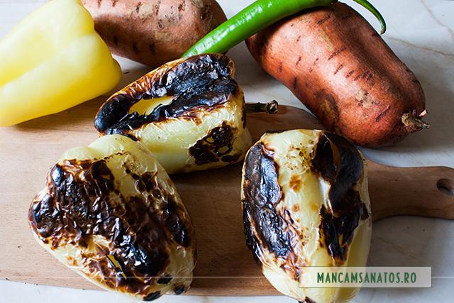 ardei copti pentru salata cu cartofi dulci, mirodenii si dressing de lamaie