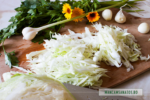 varza alba, usturoi, galbenele, petrunjel verde, pentru salata