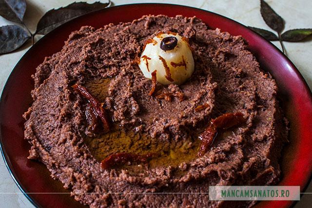pasta de telina, cu masline si rosii deshidratate, pentru Halloween