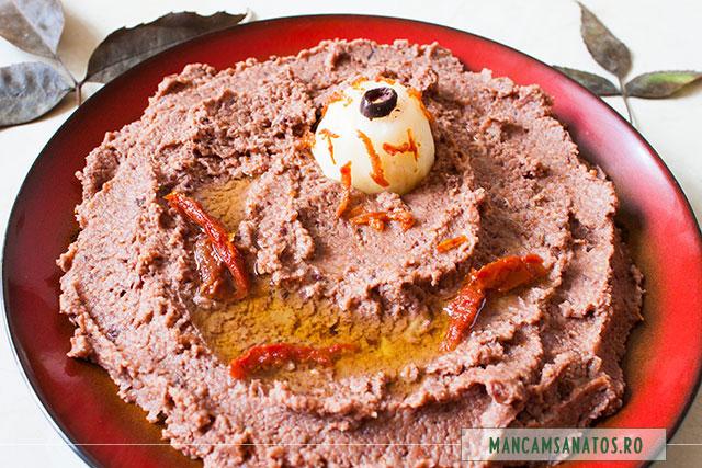 pasta de telina, cu masline si rosii deshidratate, pentru Halloween, luminata