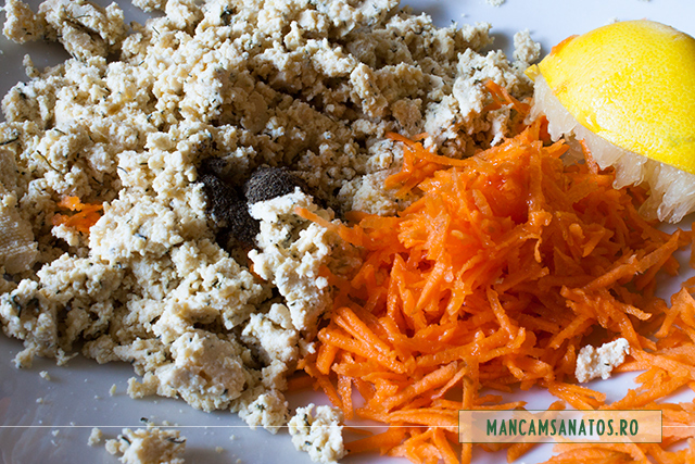 branza tofu si morcovi, cu ulei si pieper, pentru compozitie rulouri castraveti raw