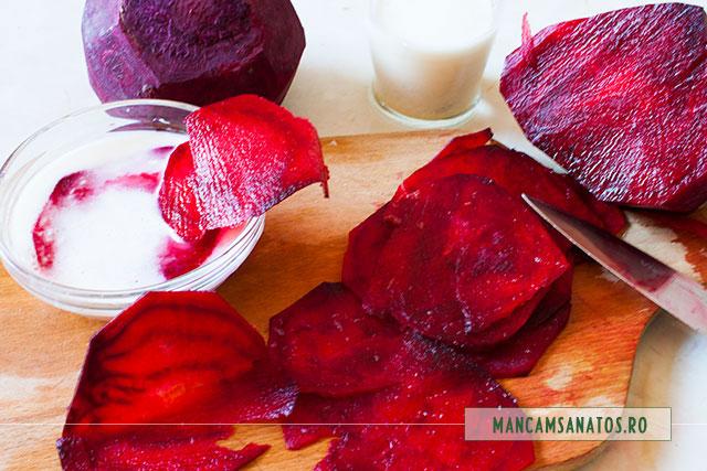 sfecla rosie feliata fin si inmuiata in emulsie de hrean pentru trandafiri la cuptor