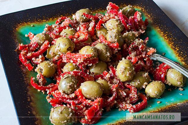 salata de masline verzi si ardei, cu parmezan raw vegan