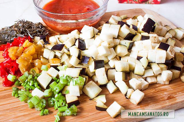 ardei, vanata si tulpini de patrunjel, pentru ciorba vegetariana de radacinoase, cu vinete si tarhon
