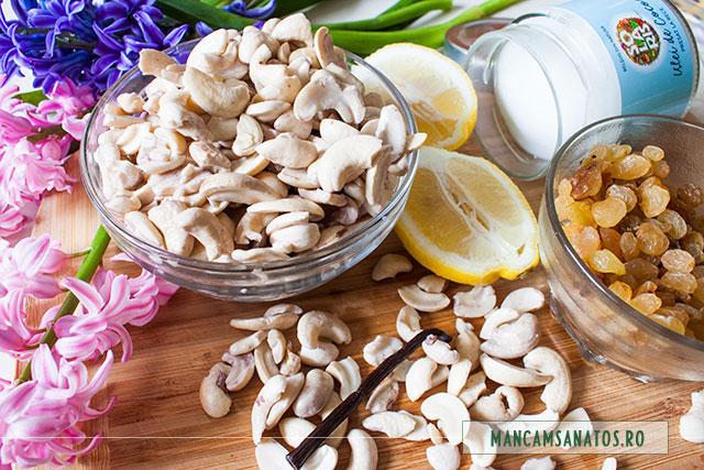 alune de caju hidratate si alte ingrediente pentru crema pasca raw vegana