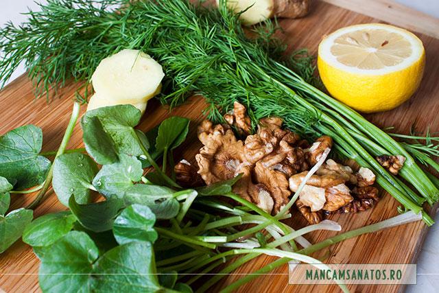 ingrediente pentru smoothie tonic, cu untisor