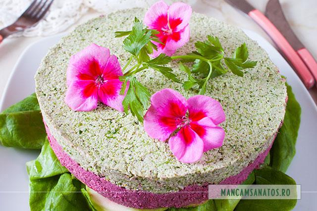 tort aperitiv raw vegan, cu flori de muscata